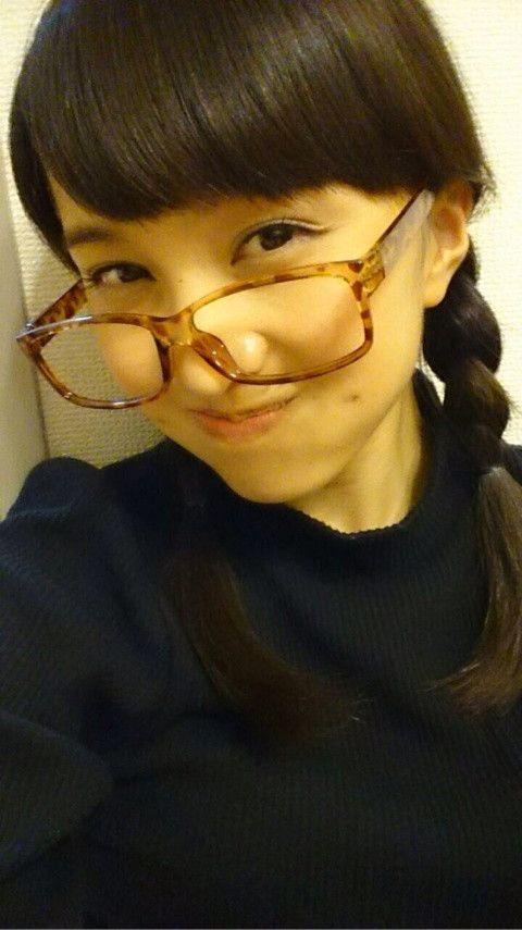 メガネをかけた百田夏菜子
