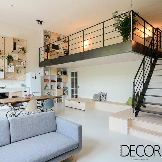 Apartamento funcional em Amsterdam, Holanda, é dividido em níveis integrados e aconchegantes.