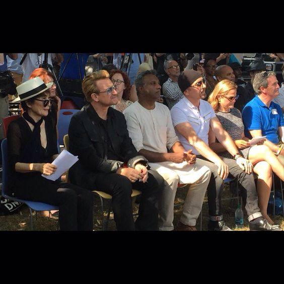 @U2's #Bono + #TheEdge and the legendary @yokoonoofficial arrive for #JohnLennonDay ceremony at Ellis Island via #Twitter (@ArtForAmnestyUS) #U2 #YokoOno