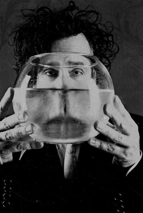Tim Burton. Photo qui représente bien le personnage !