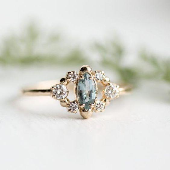 И така, влюбена в мъхния сапфир в този обичаен пръстен