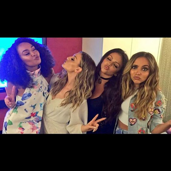 "Jade be like : ""Am I the only one awake ?""✌"
