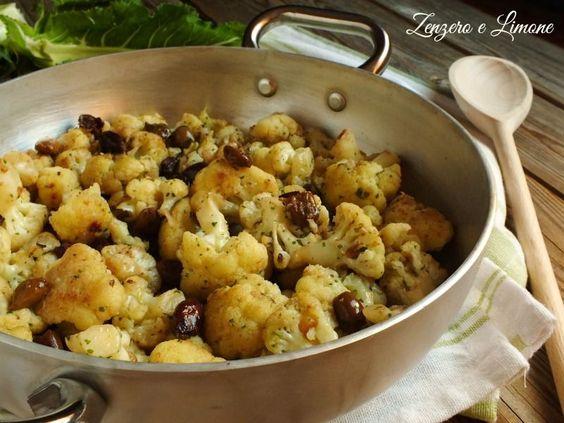 Questo cavolfiore stufato con le olive nere è un contorno estremamente invitante e saporito. La veloce cottura in padella ne fa un piatto sano e genuino.
