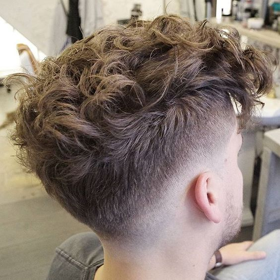 High Fade Messy Curly Hair On Top Erkek Sac Modelleri Sac Dogal Bukleli Sac