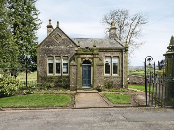 The Gatehouse at Beckfoot Hall is a deceptively spacious, Grade II listed property, lovingly renovated and retaining its period charm.