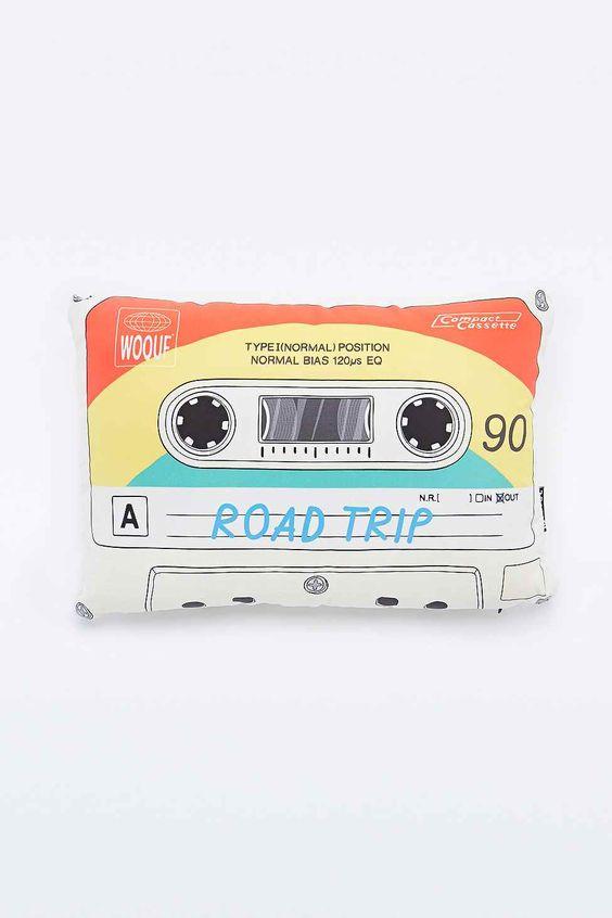 Woouf – Kissen im Kassettendesign