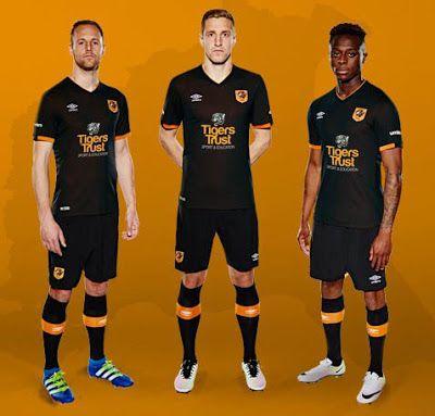 La Nouveau maillot de Hull City Exterieur 2016 2017 combine les couleurs traditionnelles noir et orange du club dans un design simple.