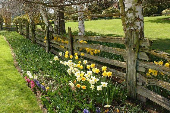 40 Beautiful Garden Fence Ideas Rustic Fence Garden Fencing Rustic Garden Lighting