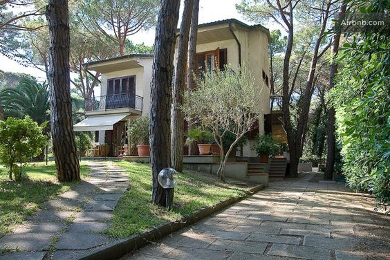 A Really beautiful house under the Tuscan pine forest, just 700 meters from the seaside...
