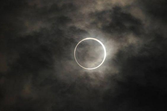 Um eclipse total do Sol atingirá a Austrália e partes do Pacífico, nesta terça-feira. Por três horas, o país terá acesso ao espetáculo astronômico – visível somente na região de Queensland e em lugares inabitados do Pacífico Sul.