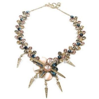 Grote sieraden zijn in de mode, alles over de geschiedenis en de ontwikkeling van deze modetrend. The bigger the better!