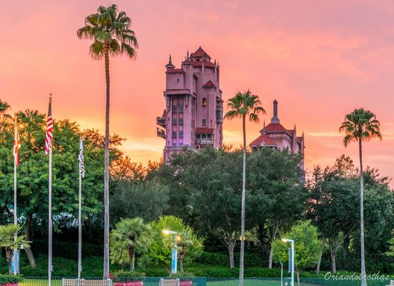 """Occasionally, we get really lucky and witness a magical Disney sunset. This was definitely one of those lucky moments. #sunsetsunday #tot #towerofterror…"""