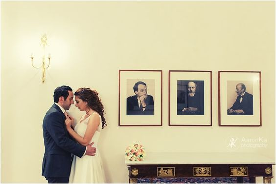 Anfang Dezember habe ich als Hochzeitsfotograf in Bonn die standesamtliche Trauung von Suzy & Adem in der Villa Hammerschmidt fotografiert. Die Villa Hamme...