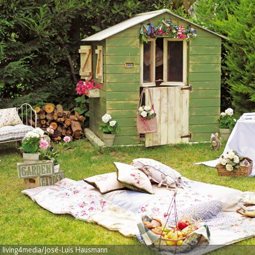 Ein #Picknick im eigenen #Garten  auf der Patchworkdecke #Inspiration