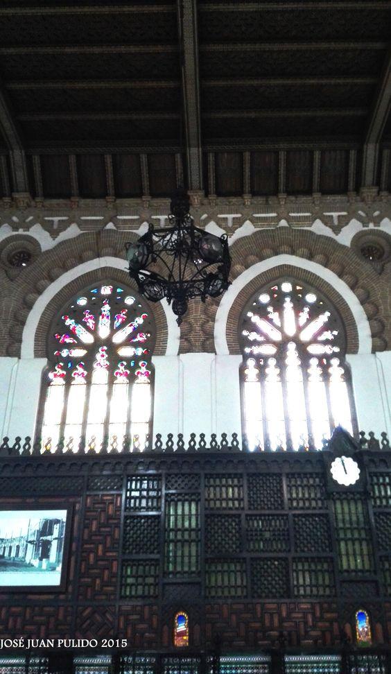 Estación de tren de Toledo. Estilo neomudéjar. Magníficas vidrieras decoradas. Toledo train station. Neomudéjar style. Decorated magnificent stained glass