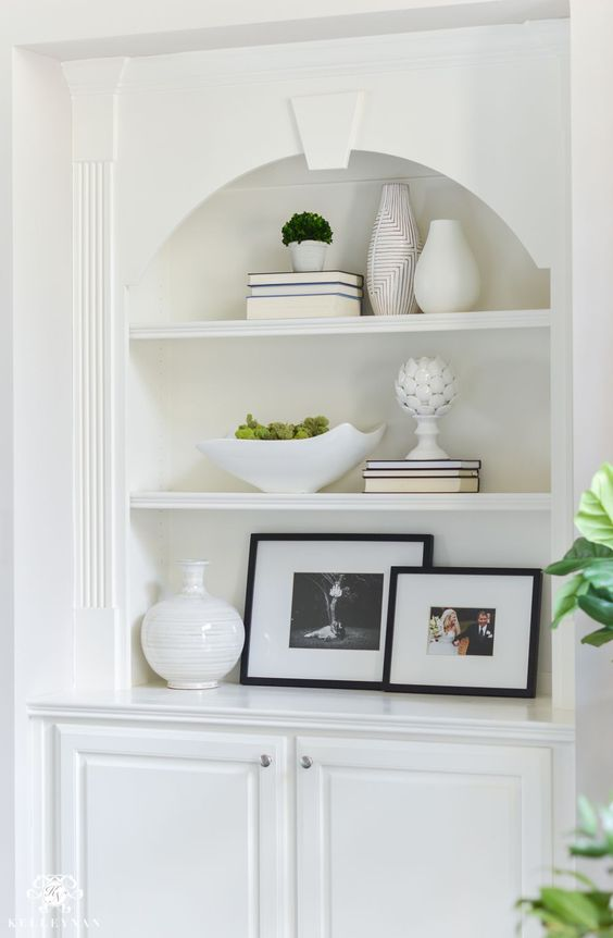 Shades of Summer Home Tour with Neutrals and Naturals- White Built-In Shelf Stylying