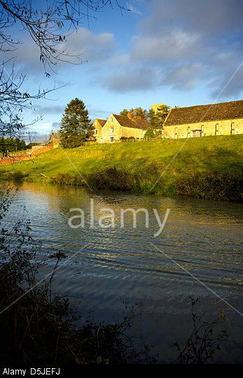 Rural scene on the banks of the Oxford Canal UPPER HEYFORD Oxfordshire