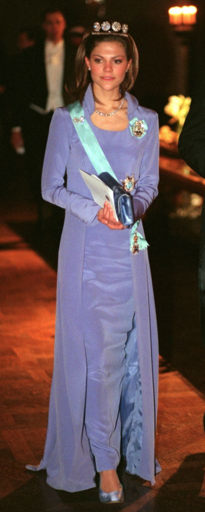 A lilac dress with long sleeves and collar designed by Göran Alfredsson.