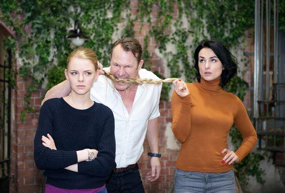"""Am 27. April wird die erste Folge """"Unter Uns"""" mit Olivia Burkhart ausgestrahlt. Alle #Serienfans wissen seit 22 Jahren: 17:30 Uhr bei #RTL. (Foto: RTL/Stefan Behrens) #beautiful #art #Schauspielerin #MoreThanActors"""