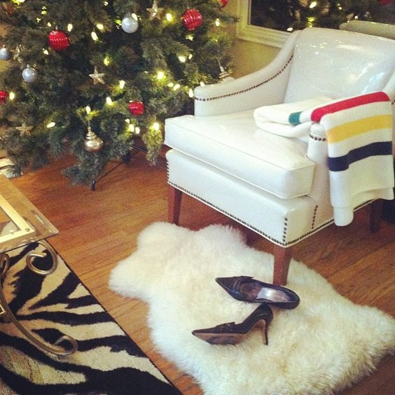 Christmas decor. So cozy! | blushshop, Instagram