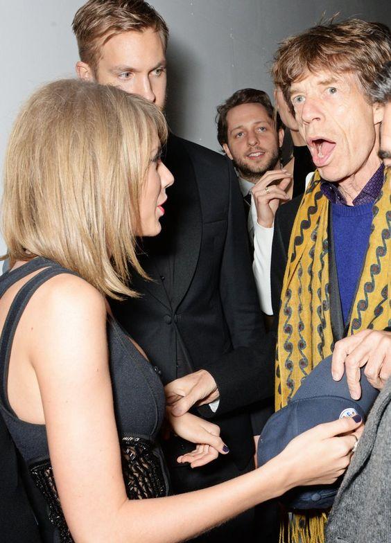 Pin for Later: Taylor Swift et Calvin Harris: le Nouveau Couple Influent du Monde de la Musique? Taylor Swift, Calvin Harris et Mick Jagger aux Brit Awards