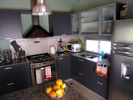 Conjunto completo de mobiliario de cocina en color gris for Alacenas de cocina modernas