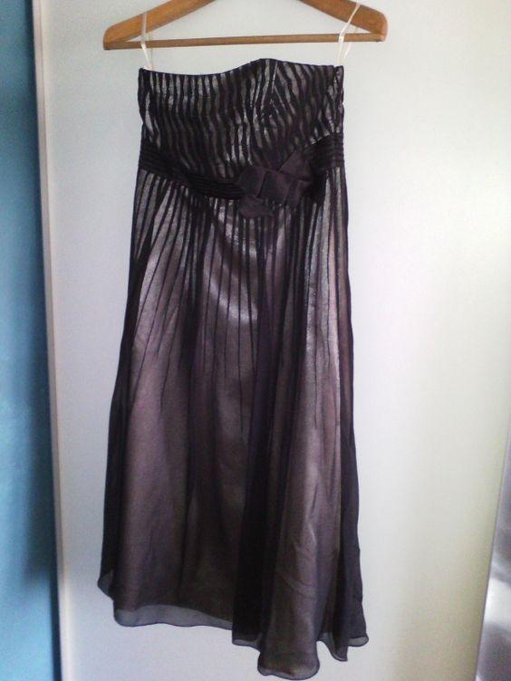 Location robe de soirée noire Lyon 3ème (69003). Très jolie robe de soirée noire bustier pratiquement neuve.