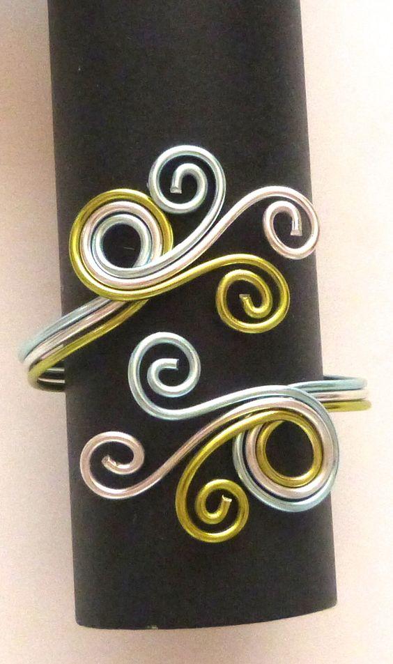 bracelet en fil aluminium bleu ciel vert pomme argent : Bracelet par bijouxevasion