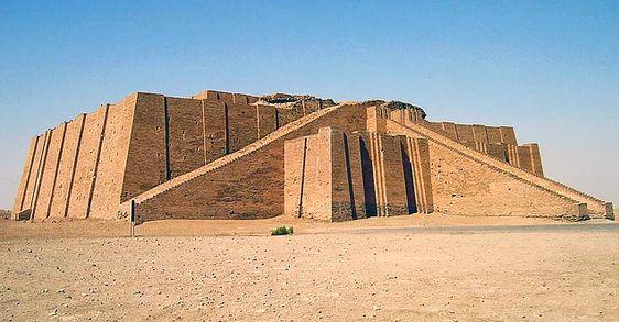Sümerler, Mezopotamya'ya yaklaşık olarak M.Ö. 3500'lerden sonra gelmeye başlamıştır.