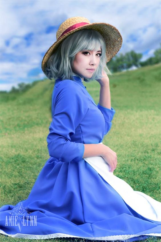 Cosplayer Amie Lynn as Sophie from Howl's Moving Castle ...