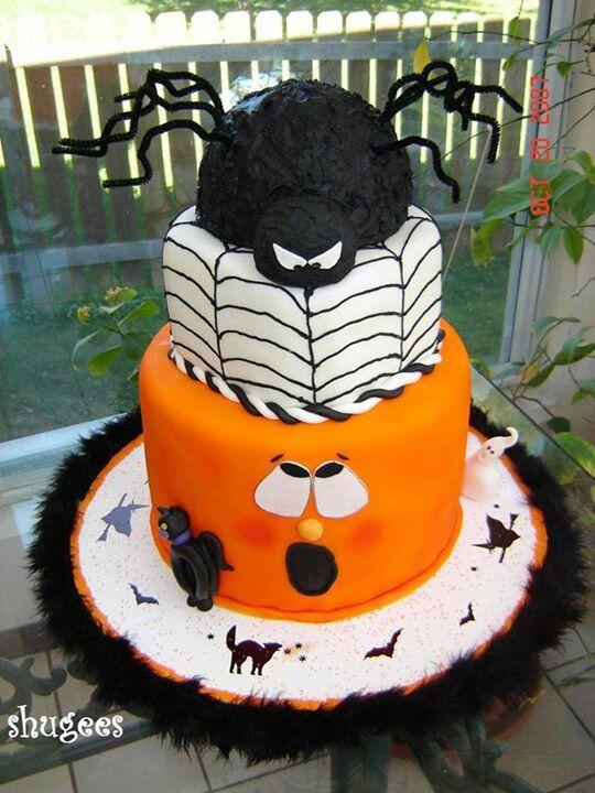 Halloween cake too cute spider on top pumpkin on bottom scared