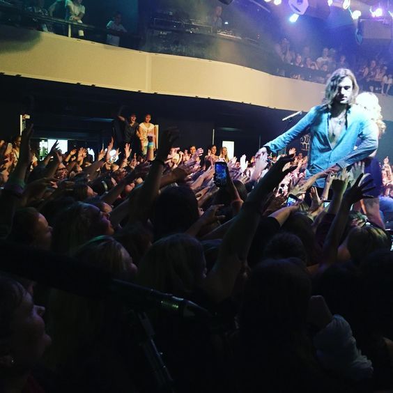 """""""I LOVED THE VENUE TONIGHT IN PRAGUE❤️ #R5Family YOU ARE BEAUTIFUL❤️XOXOX❤️ #SometimeLastNightTour"""""""