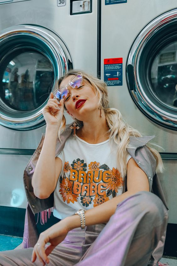 Brave Babe - 70's Inspired - Retro Vibes - Photography - Laundromat - Vintage Sunglasses - Graphic Tee - Feminism - Women's Fashion - Funky Patterns - Retro Flowers - Red Lipstick