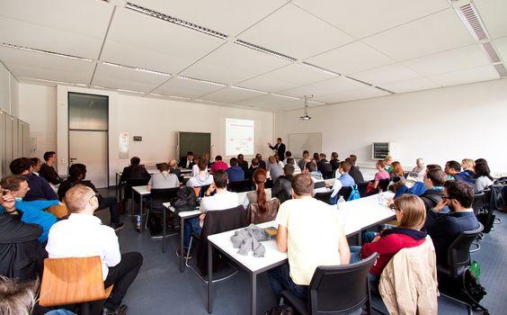 Viele Studierende und Hochschullehrer kamen zu diesem Vortrag im Rahmen der Ringvorlesungsreihe @HfTL