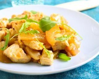 Sauté de poulet Croq'Kilos à l'ananas et au yaourt : http://www.fourchette-et-bikini.fr/recettes/recettes-minceur/saute-de-poulet-croqkilos-lananas-et-au-yaourt.html