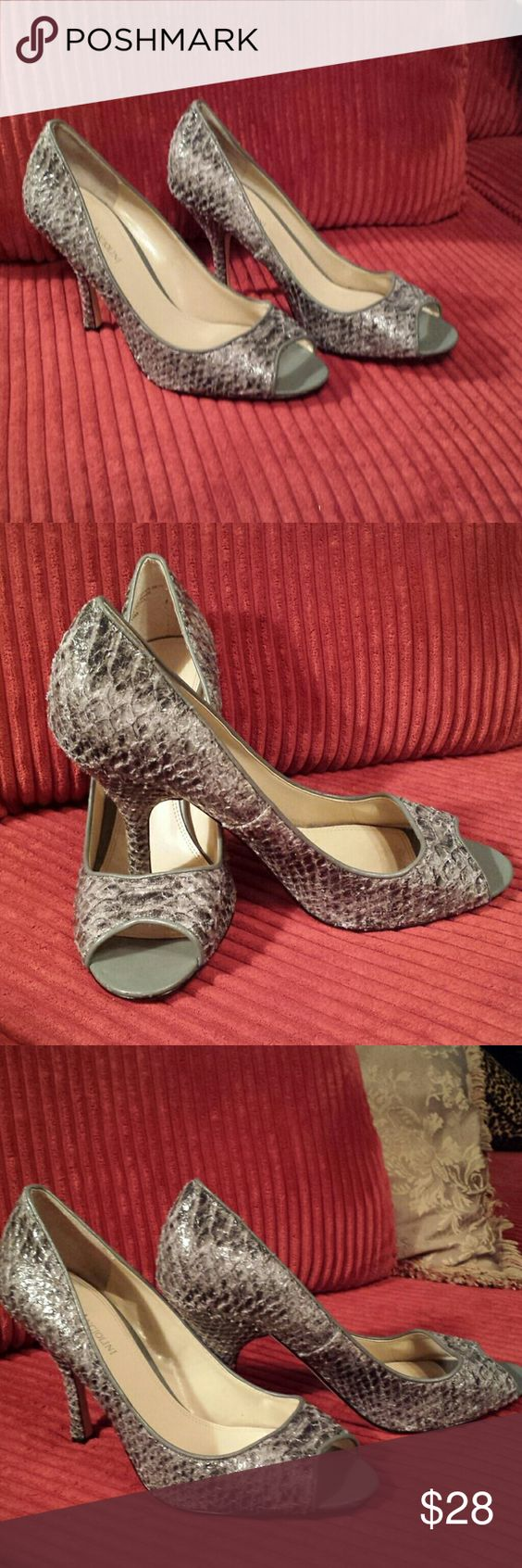 🌹Stunning Enzo Angiolini Stiletto Pumps🌹 Gray Slit  Snake Pattern  Enzo Angiolini  heels.  Size 10.  Minimal wear gently worn condition shows no noticeable wear.   Very elegant shoe. Enzo Angiolini Shoes Heels