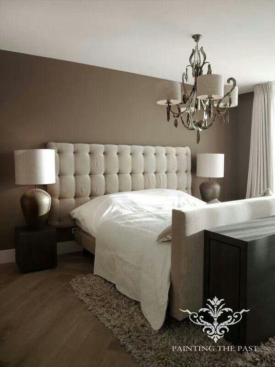 Slaapkamer hoofdbord met lampen er naast op sokkels vloer schuingelegd slaapkamer - Hoofdbord wit hout ...