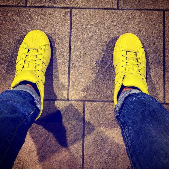 Waiting Metro   #waiting #metro #station #loreto #going_to_work #love #photo #iphone6 #kiss #my #friend #followers #followme #color #yellow #jeans #socialnetwork #pinterest #instagram #foursquare #swarm #tumblr #twitter #facebook  (presso sotto la metro' di Loreto)