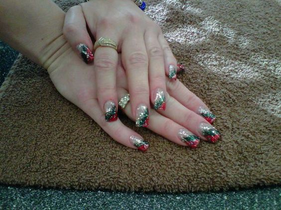 Christmas! Kellyz Kreationz #GelNails #Gels #Nails #Glitter #Glitz #Christmas #RedAndGreen