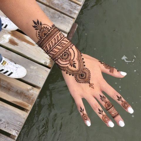 20 Hand Tattoo Ideas From Women Celebrities That Love Ink I Am Co Small Henna Tattoos Henna Tattoo Hand Hand Henna