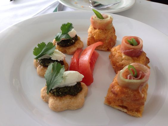 Variety canapes arista catering seattle 888 98 cater for Canape hors d oeuvres difference