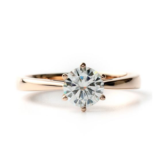 Classic Tapered 6-Prong Round Cut Moissanite Engagement Setting In 18K Yellow Gold
