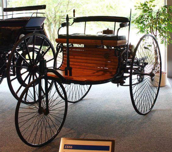 La Benz Patent Motorwagen, sortie en 1886, la première voiture avec moteur à explosion.