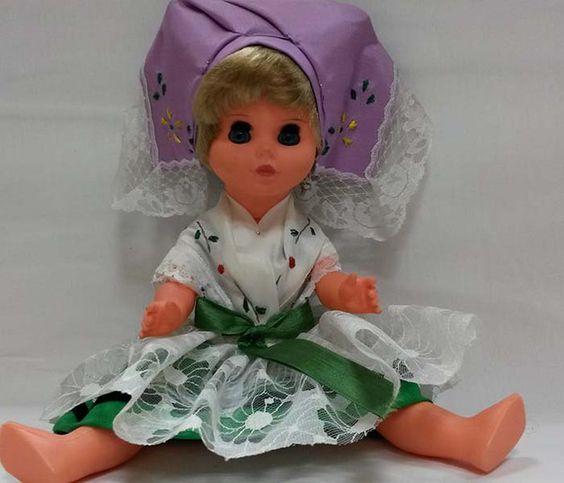 Vintage Puppen - DDR Puppe, Neu, unbespielte Trachten-Puppe - ein Designerstück von Pech-Mariechen bei DaWanda