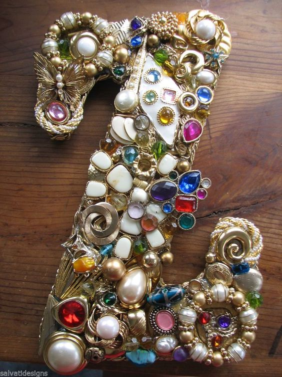 Making a monogram from odds and ends vintage and costume jewelry and brooches!