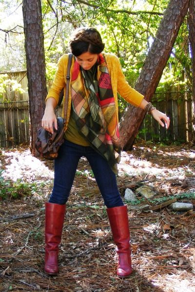 Brick-red-vintage-dex-boots-navy-delias-jeans-olive-green-picasso-silk-scarf_400