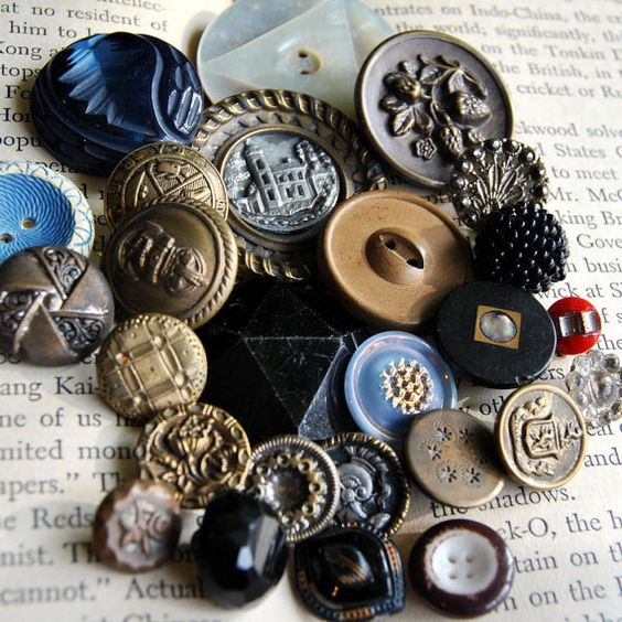 I'm an avid button collector, so of course I ♥ this article from #Etsy about button competitions. :)