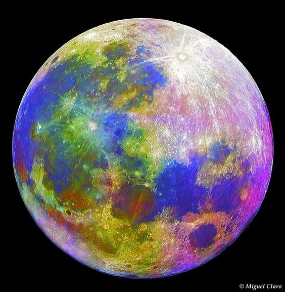 Na lua existem várias formações geológicas compostas por minerais diferentes. Nesta imagem foi feito um processamento específico, baseado num aumento de saturação, afim de se tornarem visíveis esses diferentes minerais equivalentes às diversas cores obtidas na imagem, que são imperceptíveis à observação a olho nu.