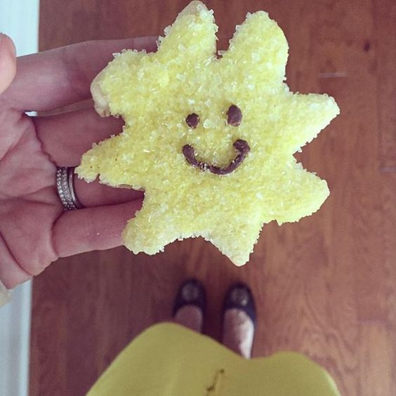 """Star light, Star bright, who will you smile at tonight? #smileyface #sugarcookie #yellowsugarsprinkles #smileystar"""