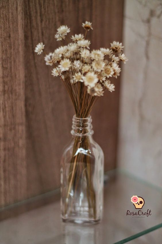 Reciclagem - Vidro de essência de baunilha virou artigo de decoração, vem ver: www.rosacroft.com
